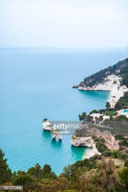 italy, puglia, mattinata, adriatic sea, faraglioni beach and baia delle zagare beach - apulien stock-fotos und bilder