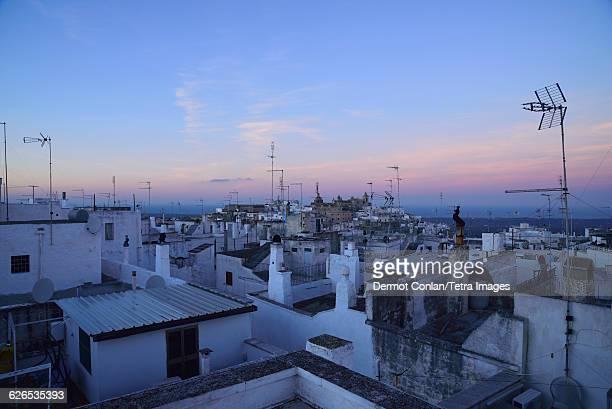 italy, puglia, ostuni, townscape at dusk - apulien stock-fotos und bilder