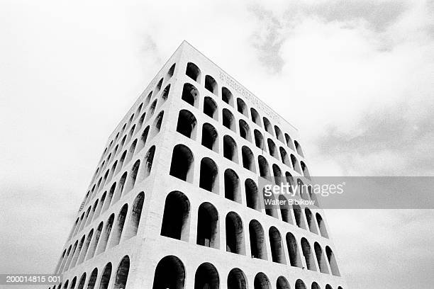 italy, rome, palazzo del lavoro (b&w) - eur rome stock pictures, royalty-free photos & images