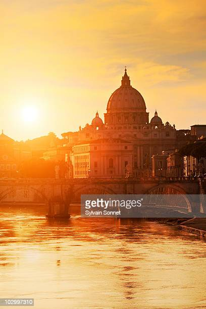 italy, rome, st. peter's basilica - ponte ad arco foto e immagini stock