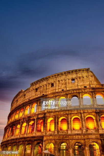 italy. rome. the colosseum at dusk - marco brivio stock pictures, royalty-free photos & images