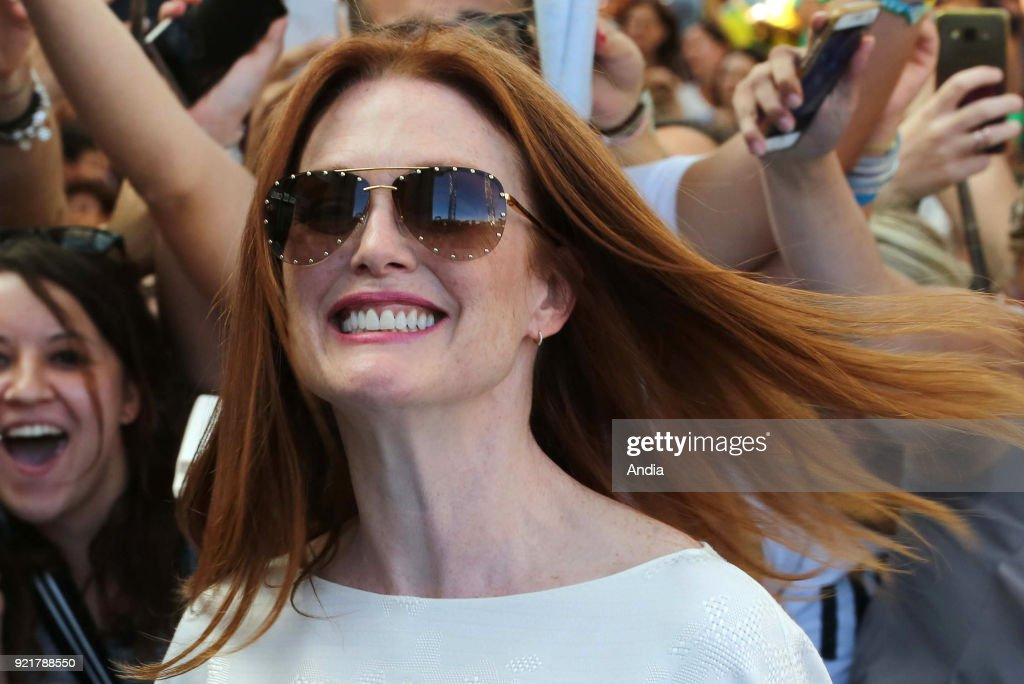 Salerno. 47th edition of the Giffoni Experience Film Festival. Portrait of American actress Julianne Moore, wearing sunglasses, wind in her hair, surrounded by her fans.