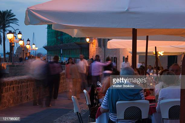 Italy, Sardinia, Western Sardinia, Alghero, Cafe crowds on Bastioni San Marco