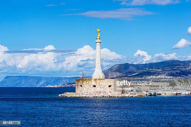 italy, sicily, messina, marian column at the harbour entrance - メッシーナ ストックフォトと画像
