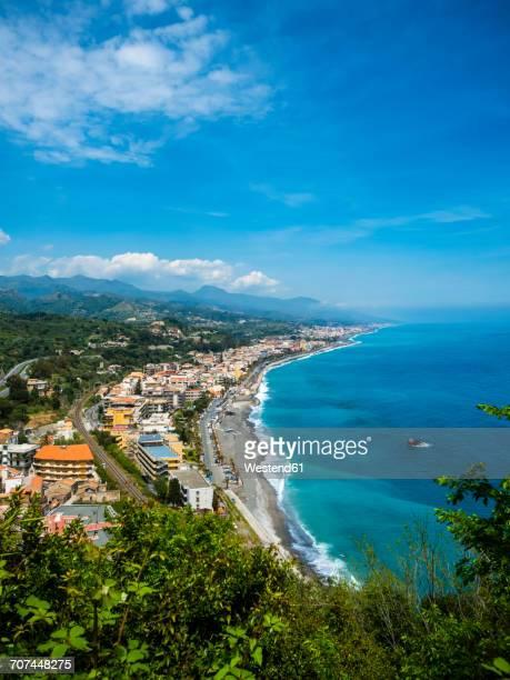 italy, sicily, santa margherita, view to the coast of sant alessio sculo and santa teresa di riva from above - sicilia fotografías e imágenes de stock