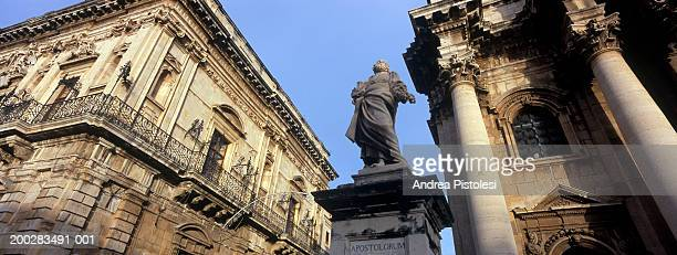 Italy, Sicily, Siracusa, Piazza del Duomo, low angle view