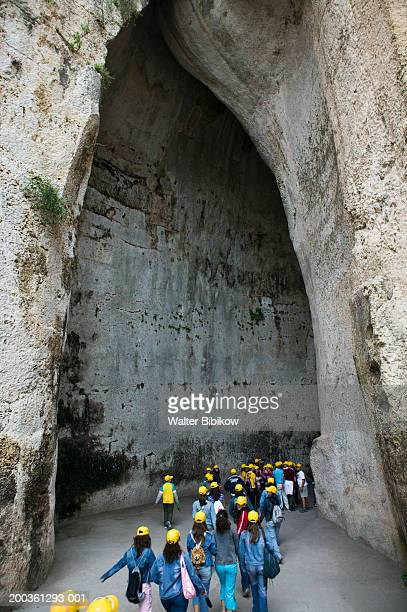 italy, sicily, siracusa, tourists at ear of dionysius grotto - riserva naturale parco nazionale foto e immagini stock