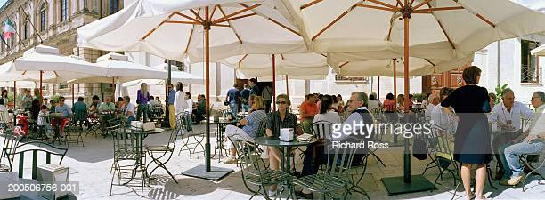 italy, sicily, syracuse, outdoor cafe - pavement cafe stock pictures, royalty-free photos & images