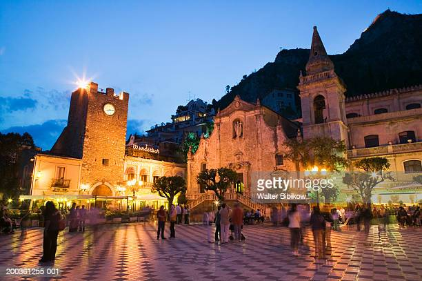 italy, sicily, taormina, piazza ix aprile, dusk (long exposure) - taormina stock pictures, royalty-free photos & images