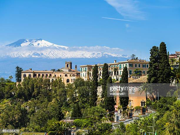italy, sicily, taormina, view to hotel with mount etna in the background - mt etna stock pictures, royalty-free photos & images