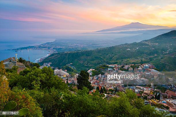italy, sicily, taormina with mount etna at sunset - mt etna stock pictures, royalty-free photos & images