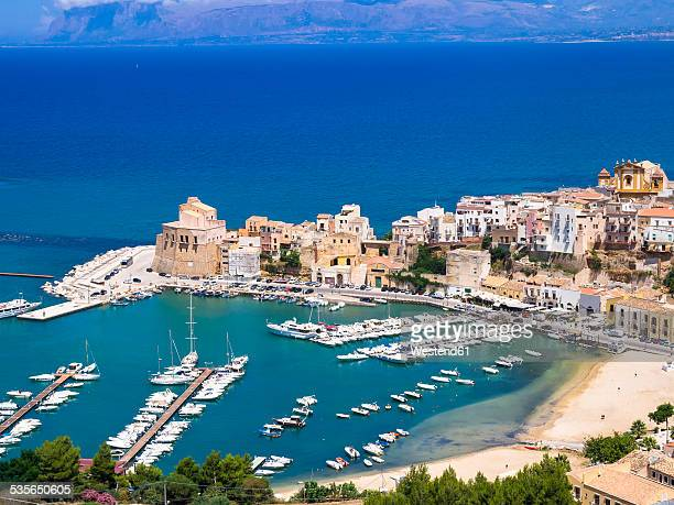italy, sicily, townscape of castellammare del golfo with fort and harbor - シチリア ストックフォトと画像