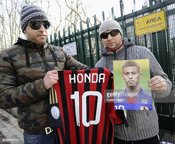 CARNAGO Italy Supporters wait for the arrival of Japan's Keisuke Honda at AC Milan's training ground in Carnago Italy on Jan 8 2014 Honda attended...