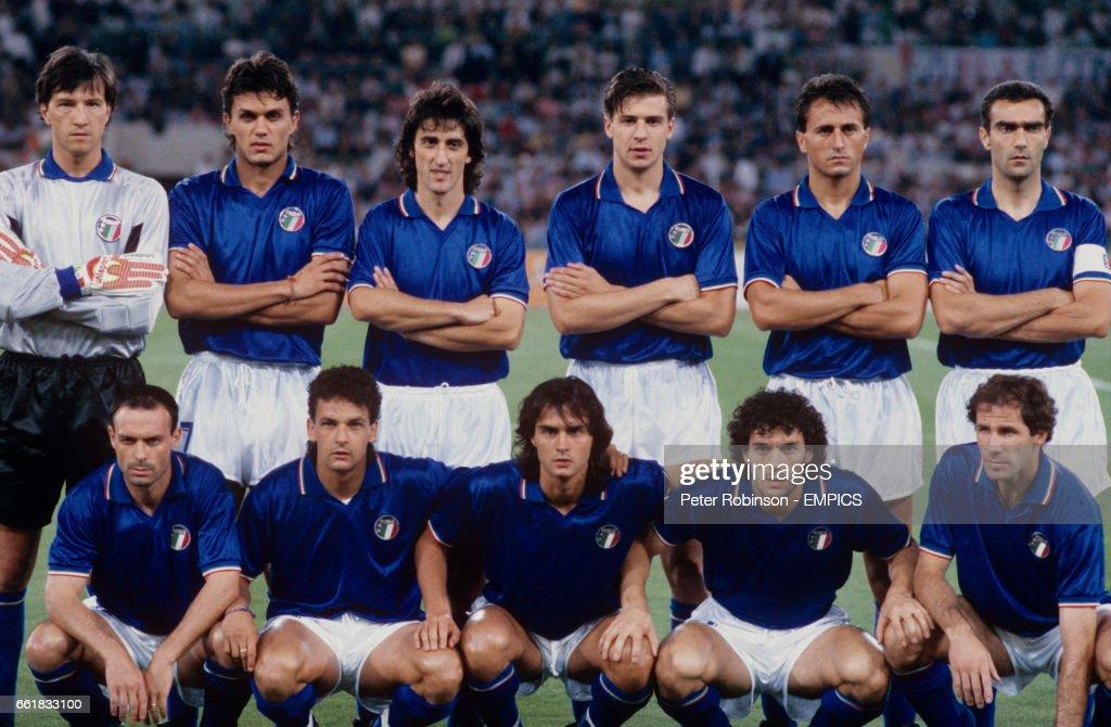 Soccer - World Cup Italia 1990 - Group A - Italy v Czechoslovakia - Olympic Stadium : News Photo