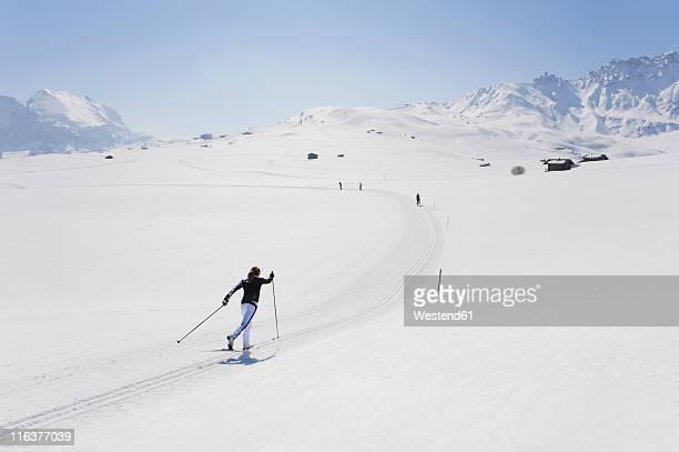 italy, trentino-alto adige, alto adige, bolzano, seiser alm, mid adult woman doing cross-country skiing - クロスカントリースキー ストックフォトと画像