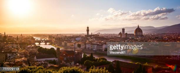 italy, tuscany, florence, cityscape at evening light seen from piazzale michelangelo - フィレンツェ ストックフォトと画像
