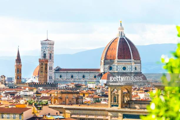 italy, tuscany, florence, old town, santa maria del fiore and badia fiorentina - duomo santa maria del fiore stock pictures, royalty-free photos & images
