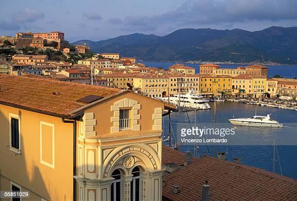 italy, tuscany, isola d'elba, portoferraio, harbour, motorboat - isola delba foto e immagini stock