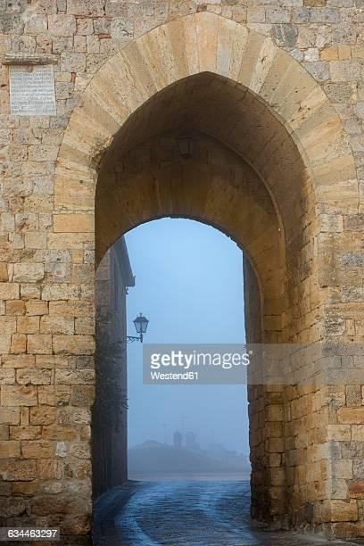 Italy, Tuscany, Montereggioni, Porta Franca city gate