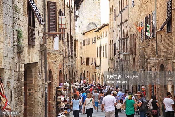 italy, tuscany, san gimignano - サンジミニャーノ ストックフォトと画像