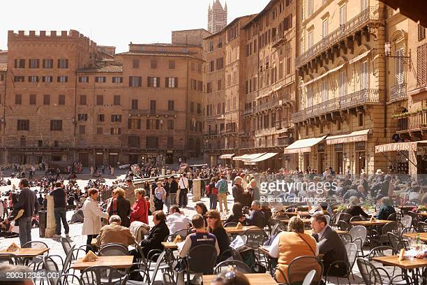 Italy, Tuscany, Siena, Piazza del Campo, outdoor cafes