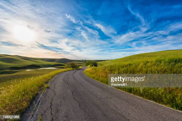 Italy, Tuscany, Val d'Orcia, road through the fields