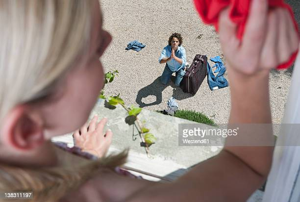 italy, tuscany, view of guilty young man with luggage from hotel window - lanciare foto e immagini stock