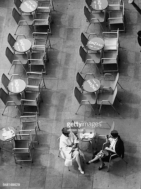 Italy Two women are sitting at a pavement cafe