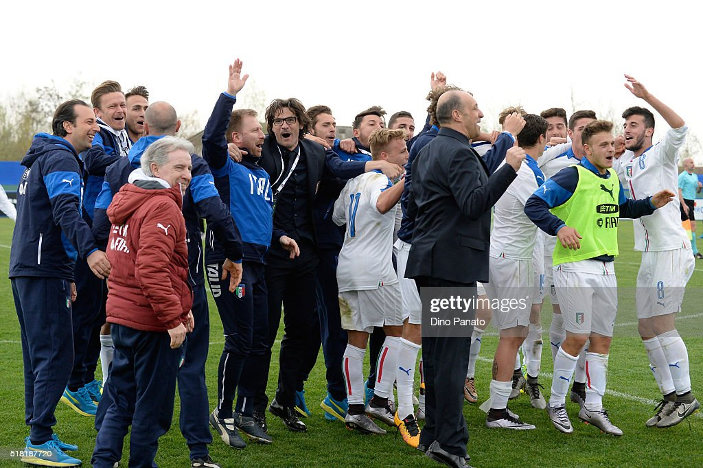 Italy U19 players celebrate after the UEFA European U19 Championship Elite Round match Italy and Turkey at Stadio Comunale on March 30, 2016 in Caldogno, Italy.