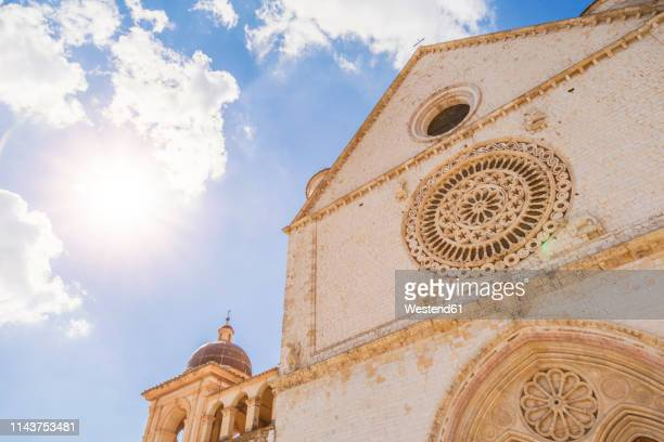 italy, umbria, assisi, close-up of basilica of saint francis of assisi in backlight - st. francis of assisi stock photos and pictures