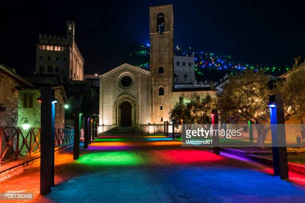 italy, umbria, gubbio, san giovanni square and san giovanni church during christmas time - gubbio stock pictures, royalty-free photos & images