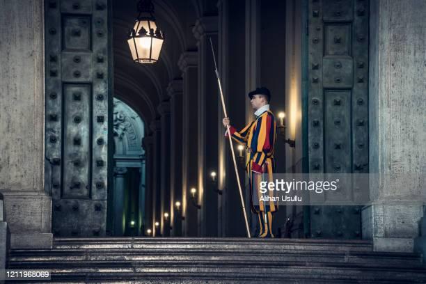 italia, vaticano: porte della basilica di san pietro - cerimonia foto e immagini stock
