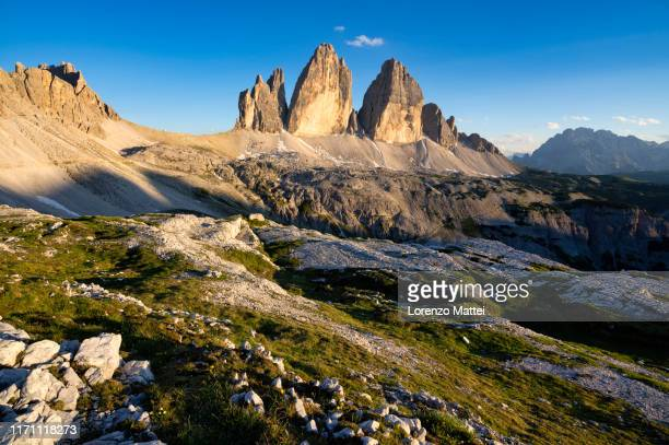 italy, veneto, dolomites, drei zinnen at sunset - トレチーメディラバレード ストックフォトと画像
