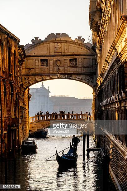 italy, veneto, venice, bridge of sighs with gondolier - venice italy stock pictures, royalty-free photos & images