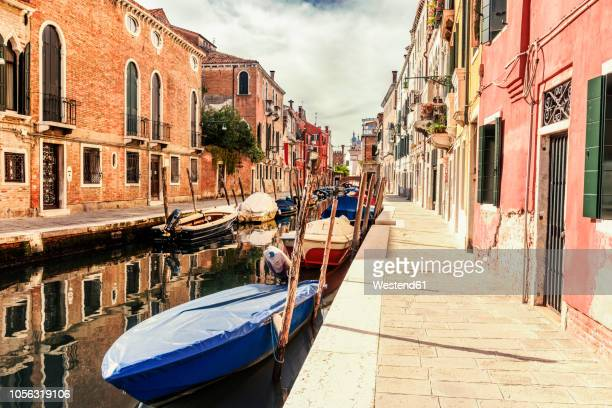 italy, venice, alley and boats at canal - alley stock pictures, royalty-free photos & images