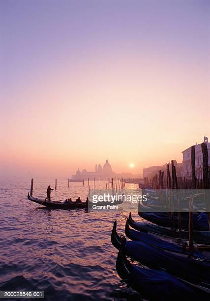 italy, venice  gondolas at sunset - venise photos et images de collection