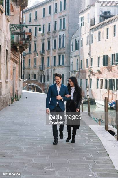 italy, venice, happy couple walking in the city - elegance stock pictures, royalty-free photos & images