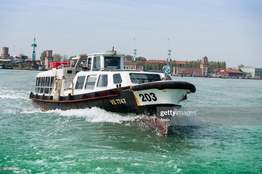 Vaporetto (water taxi) on the lagoon. : News Photo