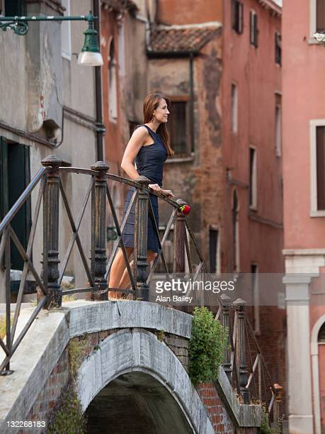italy, venice, woman standing on footbridge - abito senza maniche foto e immagini stock