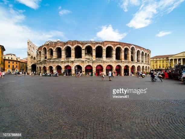 italy, verona, arena di verona, piazza bra - イタリア ヴェローナ ストックフォトと画像