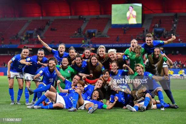 Italy Women's Football team celebrate the qualification after the match between Italy vs Brasil at the FIFA Women's World Cup in France at Stade du...