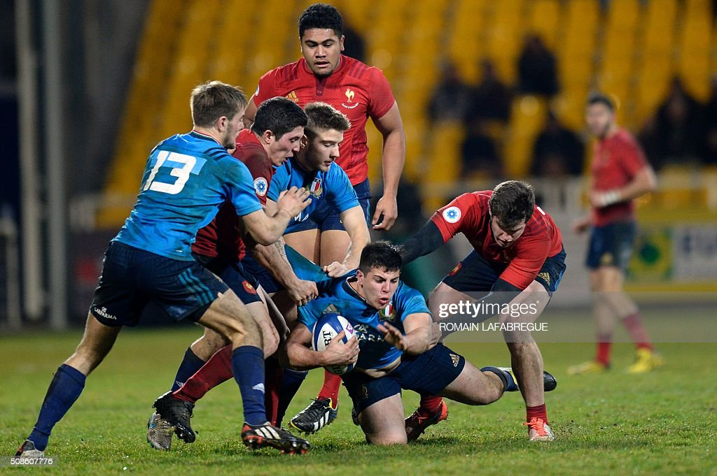 Italy's center Dario Shiabel (2nd R) is tackled during the Under 20 Six Nations rugby union match between France and Italy on February 5, 2016 at Pre Fleuri stadium in Nevers, central France. / AFP / ROMAIN