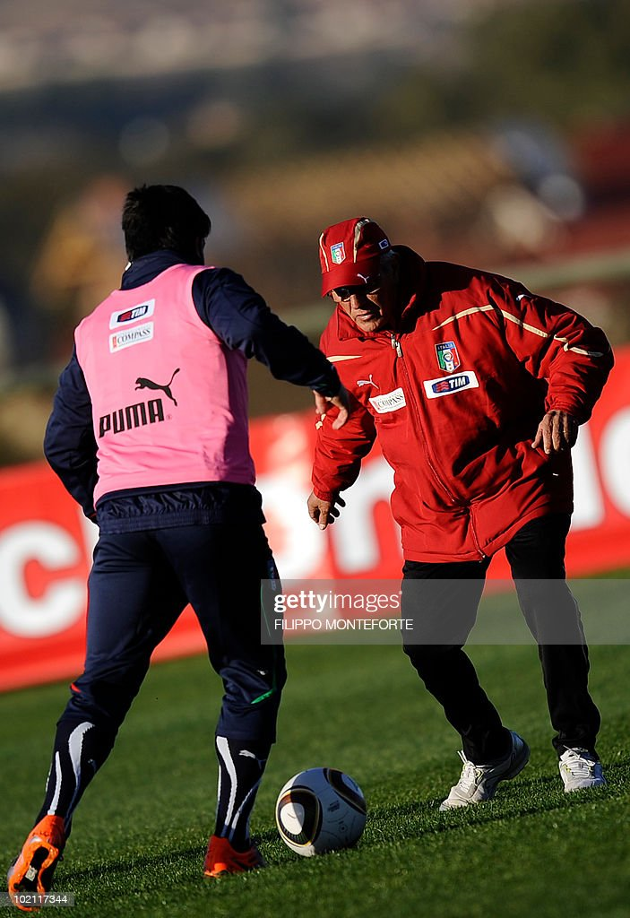 Italy's coach Marcello Lippi helps midfielder Gennaro Gattuso train at Irene's Southdowns College, south of Pretoria on June 15, 2010. The 2010 World Cup hosted by South Africa continues through July 11. AFP PHOTO/Filippo MONTEFORTE