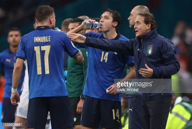 Italy's coach Roberto Mancini talks with his playres during the UEFA EURO 2020 final football match between Italy and England at the Wembley Stadium...