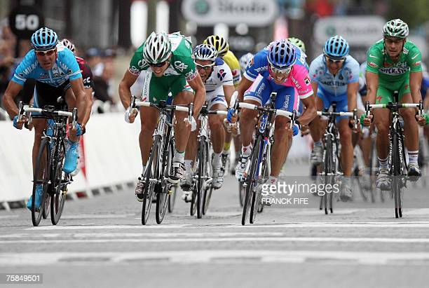 Italy?s Daniele Bennati , Norway's Thor Hushovd and Germany's Erik Zabel sprint towards the finish line of the 146 km twentieth and last stage of the...