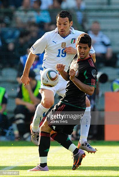 Italy's defender Gianluca Zambrotta vies with Mexico's Carlos Vela during a friendly football match on June 3 2010 at the Heysel stadium in Brussels...