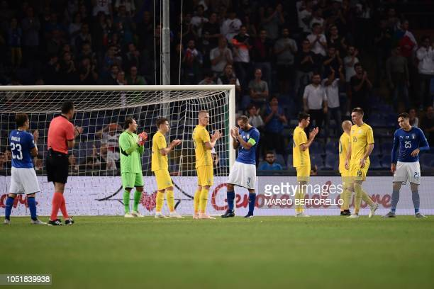 Italy's defender Giorgio Chiellini and players stop to play and applaud at the 43rd minute of the game in hommage to the 43 victims of the August 14...