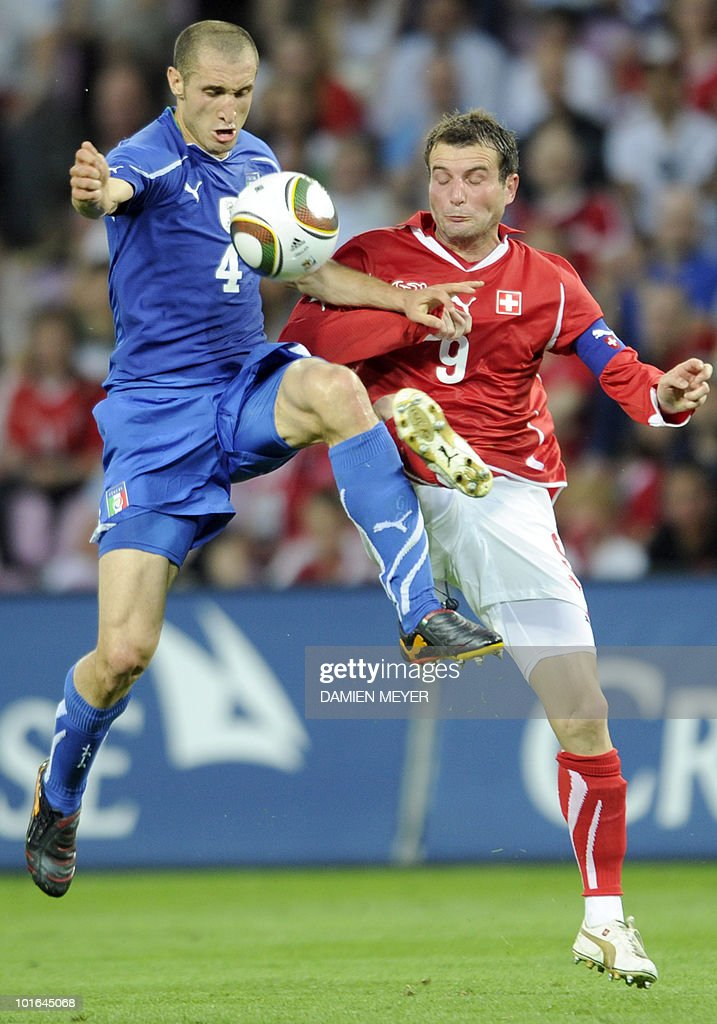 Italy's defender Giorgio Chiellini (L) fights for the ball with Switzerland's forward and captain Alexander Frei during the WC2010 friendly football match Switzerland vs Italy at Geneva's stadium on June 5, 2010 ahead of the FIFA 2010 World Cup held in South Africa.