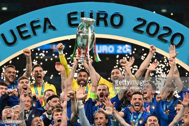 Italy's defender Giorgio Chiellini raises the European Championship trophy during the presentation after Italy won the UEFA EURO 2020 final football...