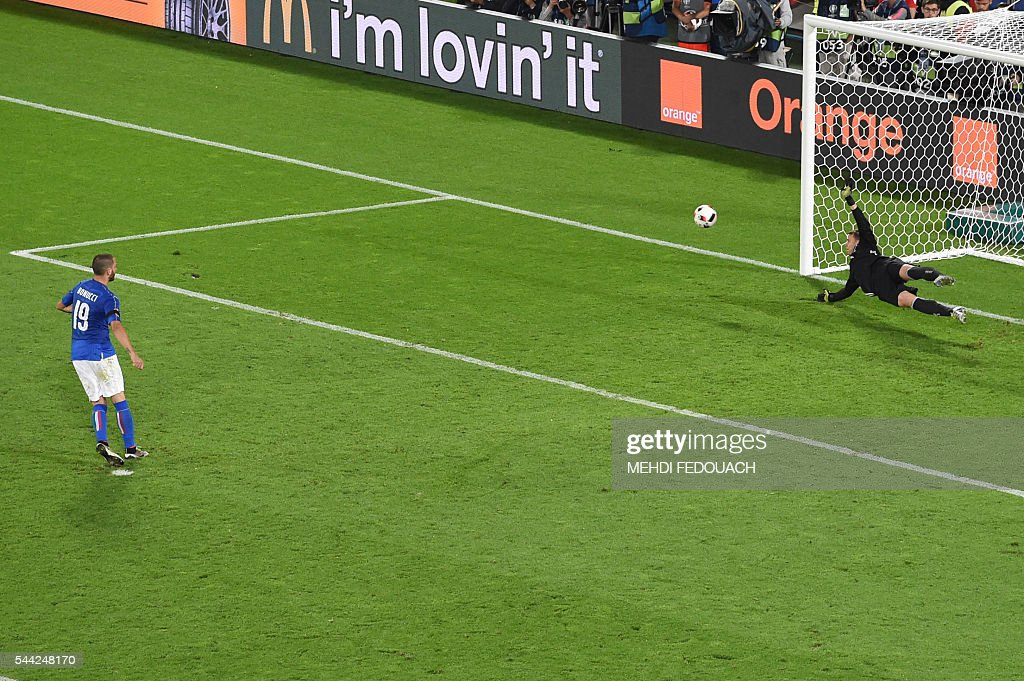 Italy's defender Leonardo Bonucci (L) misses a penalty against Germany's goalkeeper Manuel Neuer during the Euro 2016 quarter-final football match between Germany and Italy at the Matmut Atlantique stadium in Bordeaux on July 2, 2016. / AFP / Mehdi FEDOUACH